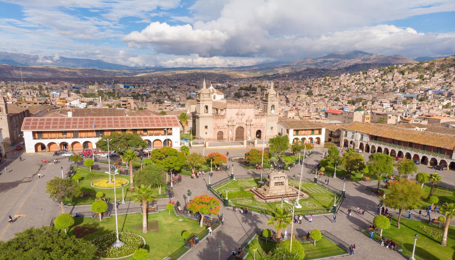 阿亚库乔 秘鲁空军阿尔弗雷德·曼迪威尔·杜阿尔特上校机场的租车