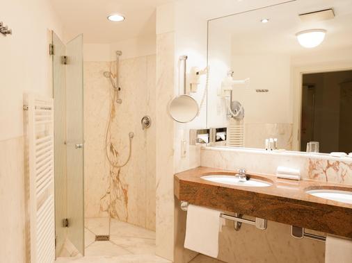 吕德斯海姆特劳贝酒店 - 吕德斯海姆 - 浴室