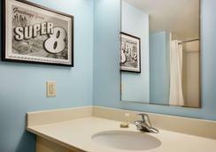 速8酒店罗勒尔山 - 劳雷尔山 - 浴室