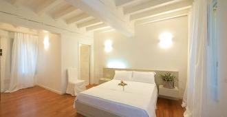 艾加里巴蒂尼酒店 - 曼托瓦 - 睡房