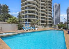 北大道假日公寓 - 布罗德海滩 - 游泳池