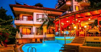 索纳塔别墅公寓 - 阿拉尼亚 - 游泳池