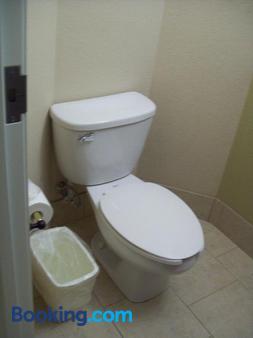 普勒白玉兰套房酒店 - 普勒 - 浴室