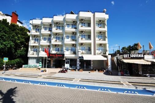 雷斯马里斯酒店 - 马尔马里斯 - 建筑