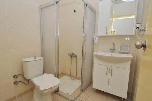 雷斯马里斯酒店 - 马尔马里斯 - 浴室