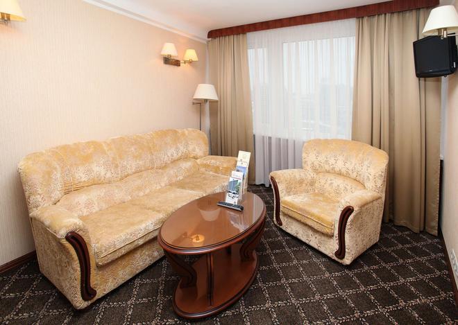 罗斯尊贵酒店 - 基辅 - 客厅
