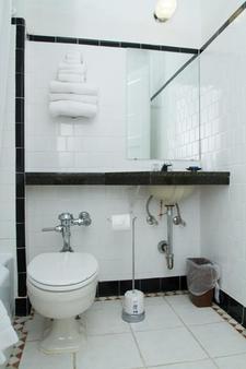 华盛顿特区哈灵顿酒店 - 华盛顿 - 浴室