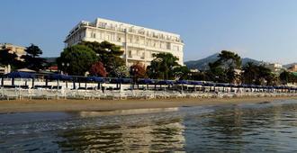 美帝特拉奈大酒店 - 阿拉西奥