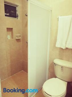 梅里达埃尔马库斯酒店 - 梅里达 - 浴室