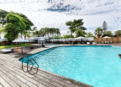 瓦尔达特尔哈酒店 - 阿尔热祖尔 - 游泳池