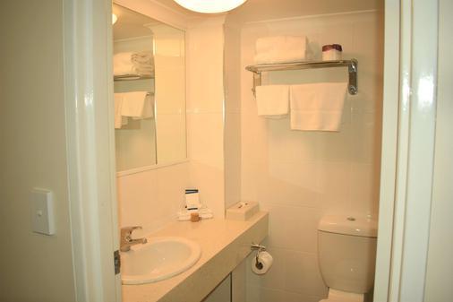 贝斯特韦斯特柏丽汽车旅馆 - 科夫斯港 - 浴室