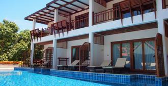 蓝钻石酒店 - 龟岛 - 游泳池