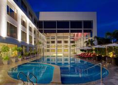 海德拉巴班加拉山丽笙世嘉酒店 - 海得拉巴 - 游泳池