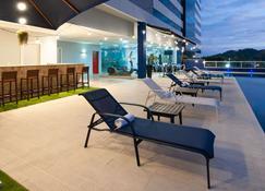 维多利亚港金色郁金香酒店 - 维多利亚 - 游泳池