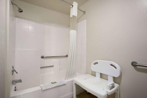 霍华德约翰逊普安那公园大酒店 - 比埃纳帕克 - 浴室