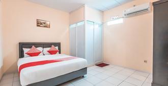 OYO 1868 普拉穆卡 J&b 客房酒店 - 雅加达 - 睡房