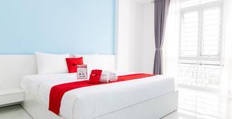 瑞德多兹普拉斯酒店 - 近阮惠街 - 胡志明市 - 睡房