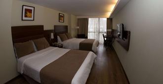 霍华德约翰逊加拿大套房酒店 - 科尔多瓦 - 睡房