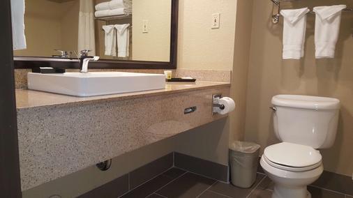 贝斯维斯特奥克兰机场套房酒店 - 奥克兰 - 浴室