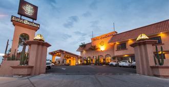 埃莫西约甘达拉酒店 - 埃莫西约
