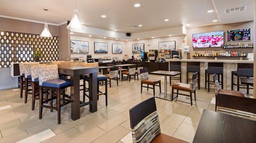 Kci东堪萨斯城机场贝斯特韦斯特酒店 - 堪萨斯城 - 酒吧