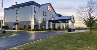 Kci东堪萨斯城机场贝斯特韦斯特酒店 - 堪萨斯城