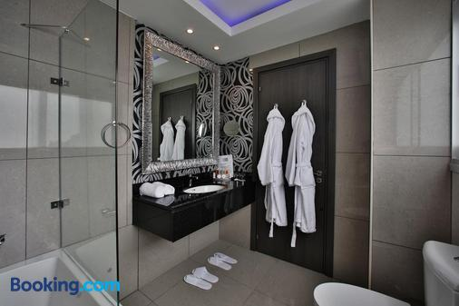 约瑟芬精品酒店 - 拉纳卡 - 浴室