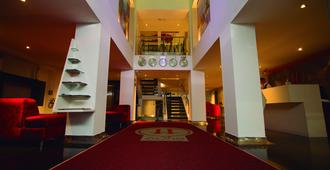 兹万豪华酒店 - 佩雷拉 - 大厅