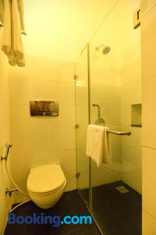 佩鲁玛尔宅邸席格地球酒店 - 蓬蒂切里 - 浴室
