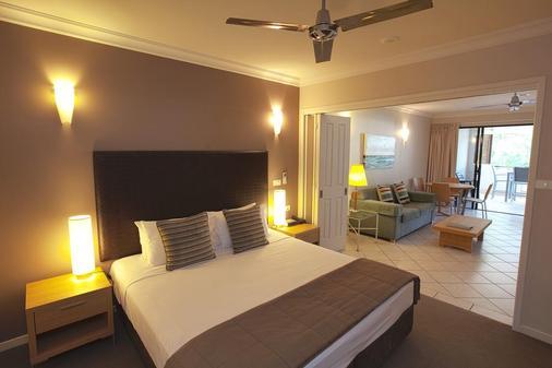 曼特拉传统酒店 - 道格拉斯港 - 睡房