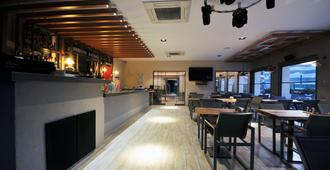 蔚翠公园公寓 - 马尔马里斯 - 餐馆