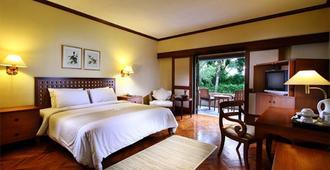 龙目岛圣淘沙别墅度假酒店 - 马塔兰 - 睡房