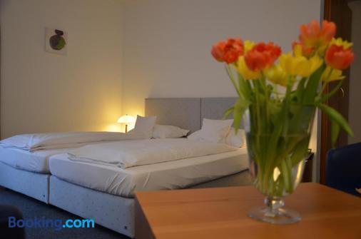 德皇中央酒店 - 巴登-巴登 - 睡房