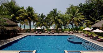 考拉克乐园度假酒店 - 拷叻 - 游泳池