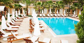 桑普里恩多安海滩酒店 - 仅限成人入住 - 锡德 - 游泳池