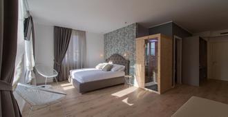 莱内兹客房套房酒店 - 特伦托 - 睡房