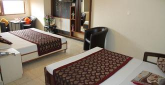 信誉酒店 - 西姆拉 - 睡房