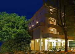 银色玫瑰酒店 - 切塞纳蒂科 - 建筑