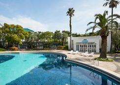 济州套房酒店 - 西归浦 - 游泳池