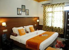 和谐酒店 - 克久拉霍 - 睡房
