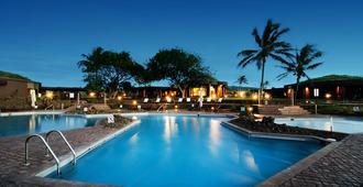 纳亚拉安加罗阿酒店 - 安加罗阿 - 游泳池