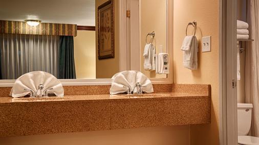 贝斯特韦斯特花园别墅酒店 - 罗斯堡 - 浴室