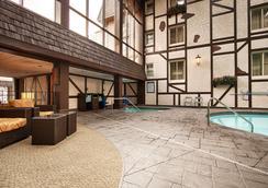 诺曼底贝斯特韦斯特优质套房酒店 - 明尼阿波利斯 - 游泳池