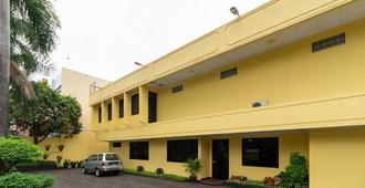 安可附近瑞德多兹普拉斯酒店 - 雅加达 - 建筑