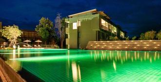 美达度假酒店-北碧府 - 北碧 - 游泳池