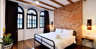 罗曼尼经典旅馆 - 普吉岛 - 睡房