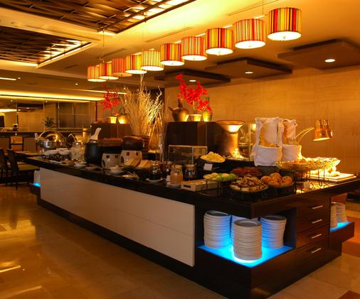 阿斯顿布拉万隆酒店和公寓 - 万隆 - 自助餐