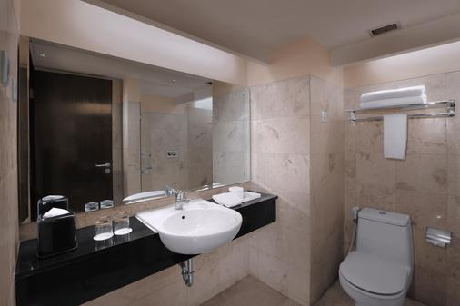阿斯顿布拉万隆酒店和公寓 - 万隆 - 浴室