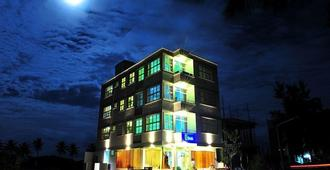 Ui客栈酒店 - 哈胡马累 - 建筑