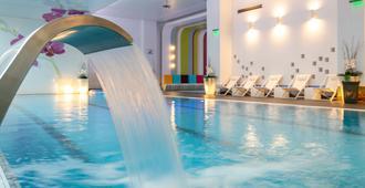 奥赫第亚住宿及Spa - 布加勒斯特 - 游泳池